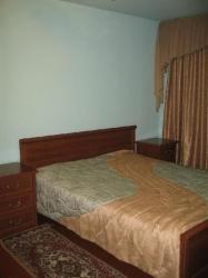2-х спальная кровать, большой шкаф, комод